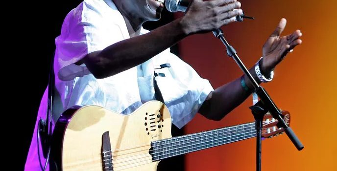 Tribute to Oliver Mtukudzi – Zimbabwe's 'man with the talking guitar'